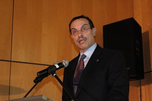 Mayor Vincent Gray adresses the ambassadors