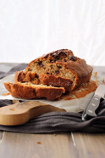 Banana Bread with chocolat and hazelnuts