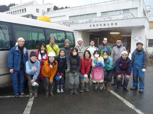 援人隊の記念撮影, 牡鹿半島鮎川浜で瓦礫撤去のお手伝い Recovery Volunteer at Oshika Peninsula, Miyagi pref. Deeply Affected by the Tsunami of Tohoku Earthquake