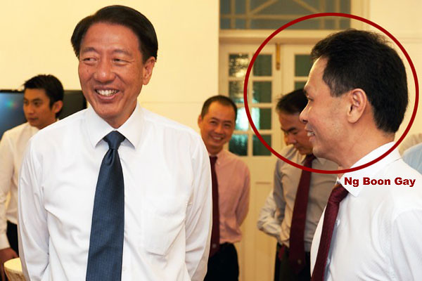 Ng Boon Gay smiling at our Deputy Prime Minister Teo Chee Hean