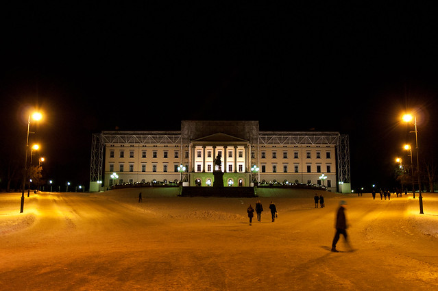 The palace of Oslo at night