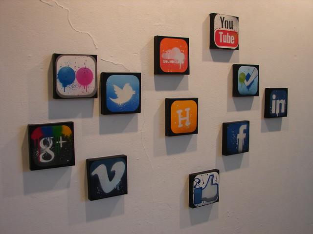 Social media icons by Egbert