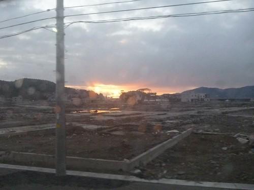 南三陸町の朝焼け, 陸前高田で側溝泥上げボランティア(レーベン一号・信州号) Volunteer at Rikuzentakata, Destroyed by the tsunami of Great East Japan Earthquake