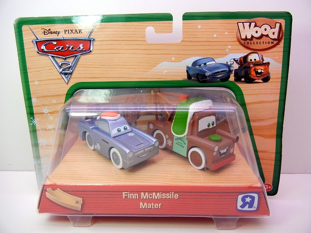 TOYS R US EXCLUSIVE WOODEN DISNEY CARS CHRISTMAS  (2)