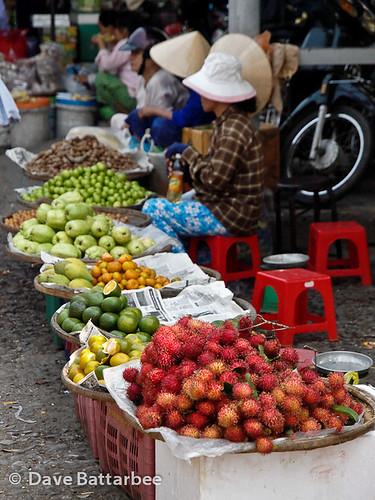 Traders at Dong Ba Market