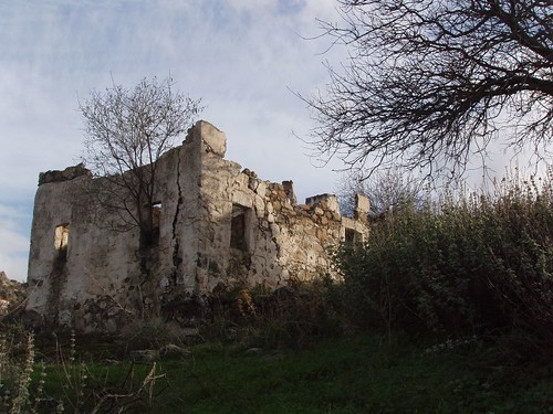 201112180056_ruin