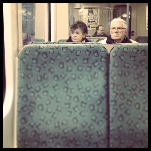 Zwei in der S-Bahn.