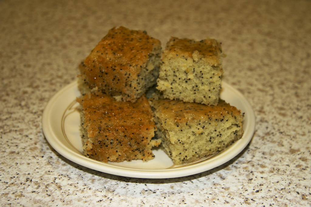Lemon drizzle cake with poppy seeds