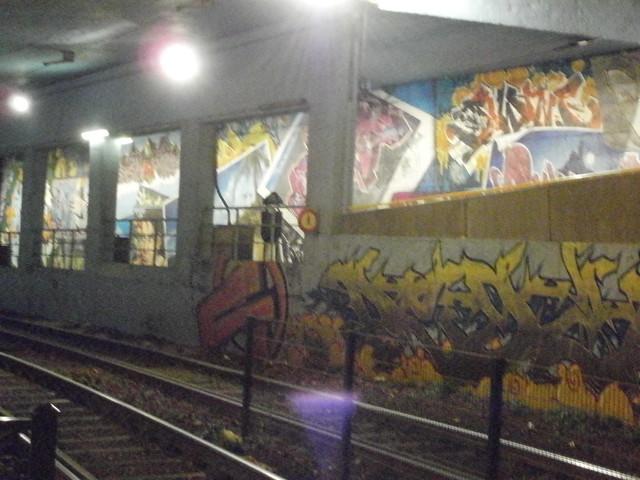 Grafitis entre estaciones de metro, Bruselas