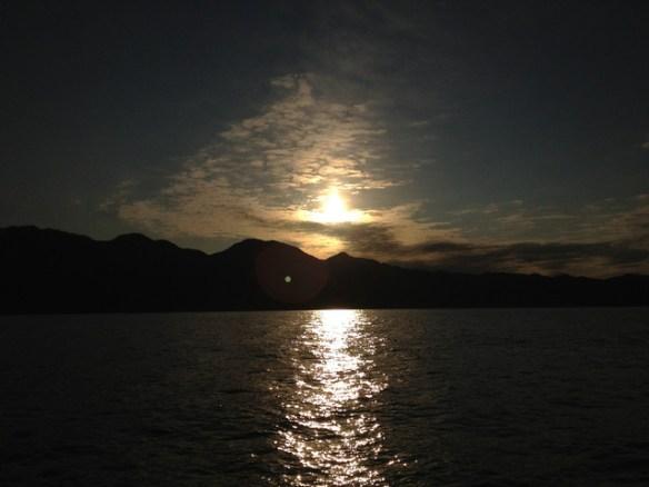 日本海から観る朝日