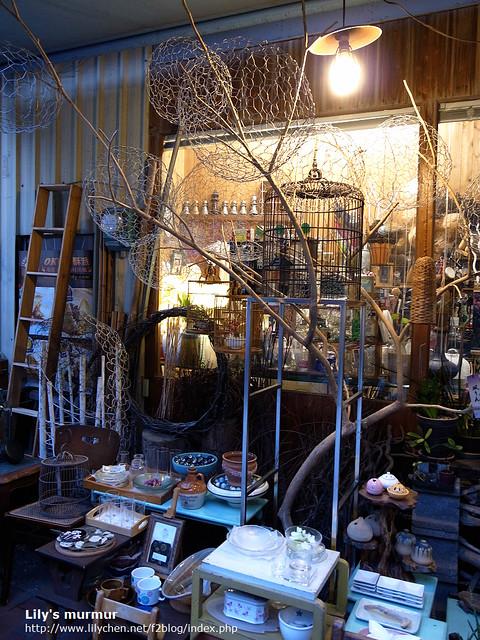府中街內一家賣家飾的小店,很有味道。