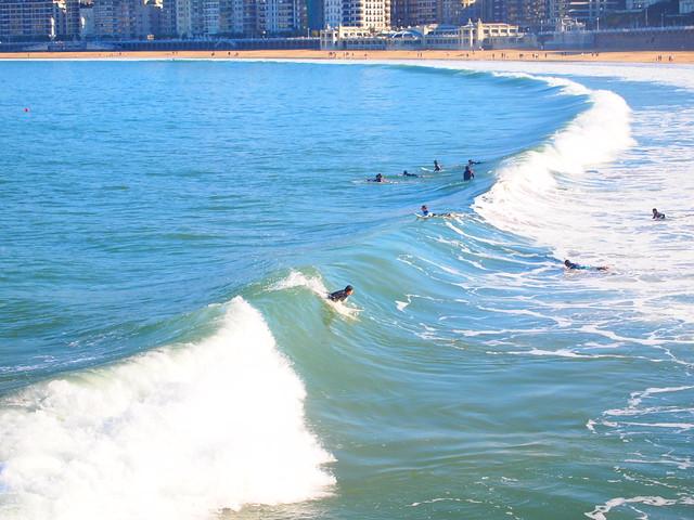 Surfeando , San Sebastián, Sanse , Donostia , La Bella Easo  , Irutxulo ,  Hirutxulo