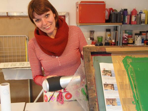 Siebdruckworkshop in Berlin - blow drying the transparency