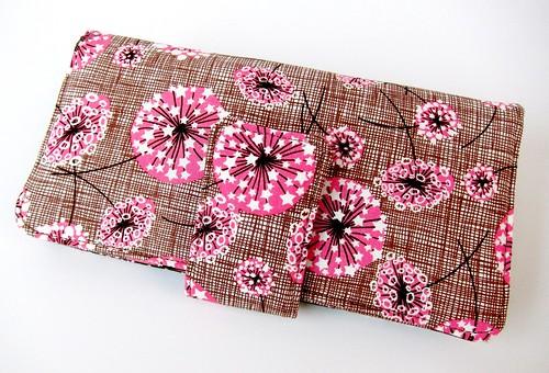 Dotty spring wallet