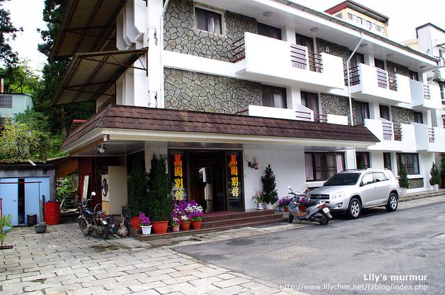 萬國旅館的入口,不算太高級但簡單又乾淨。