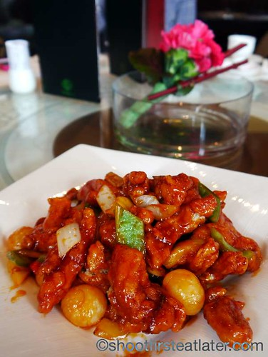 wok fried chicken & longan in sweet & sour sauce