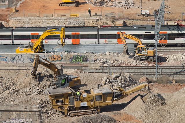 Detalle de los trabajos de demolición del antiguo puente del trabajo - 13-03-2012