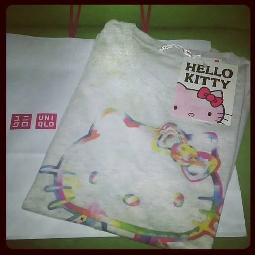Uniqlo UTshirt Hello Kitty
