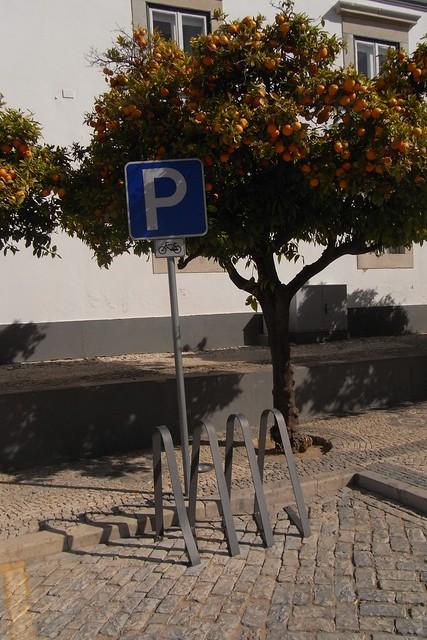 Aparcamiento para bicicletas en Faro, Portugal.