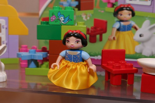 LEGO Toy Fair 2012 - Duplo Disney Princess - 6152 Snow White's Cottage - 2