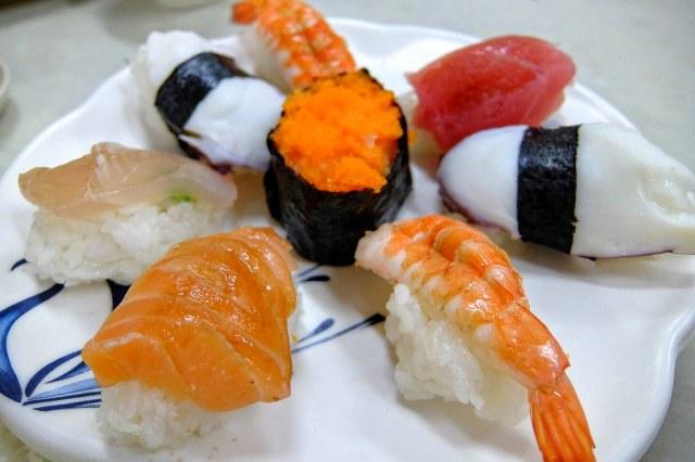 綜合握壽司,有生的也有熟的(蝦子)