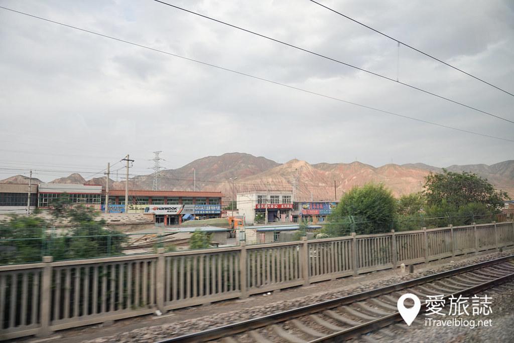 《甘肃交通指南》兰州铁路.敦煌号:搭乘高铁夜奔一千公里路,丝路大漠风光呼啸而过。