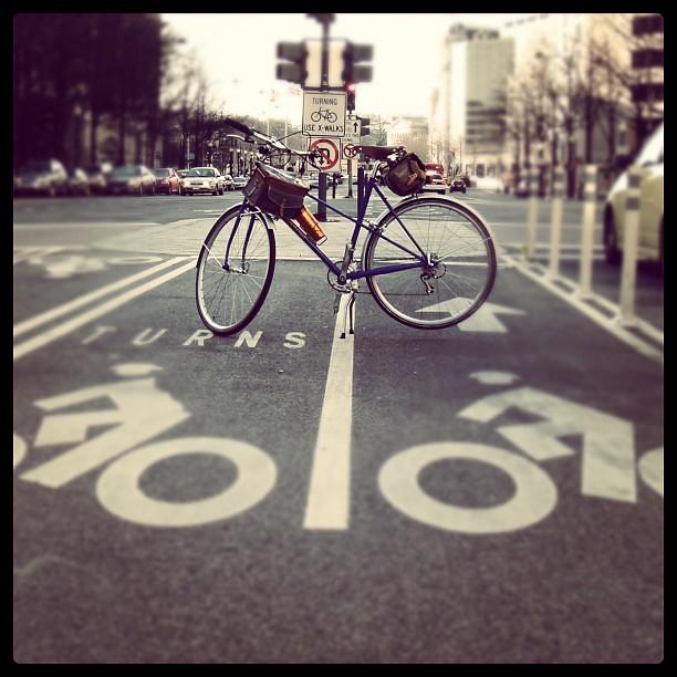 Mad dash @velo_orange mixte glamour shot in the PA #bikedc lane this pm.