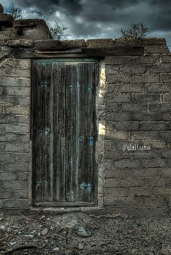 اهترأت يا باب قلبي القديم ولم يطرقك احد by Saeed al alawi