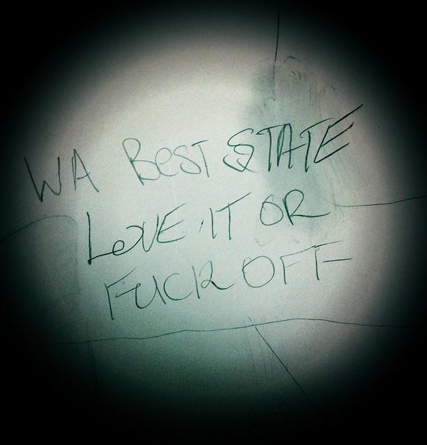 Такие надписи можно встретить в общественном туалете в Western Australia.