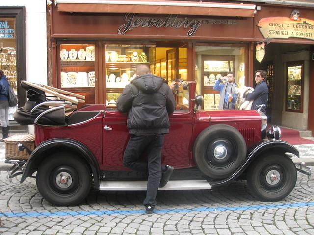 Old Car sightseeing tour