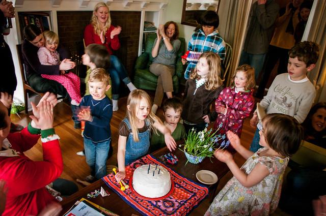 sadie's 5th birthday cake crowd 5