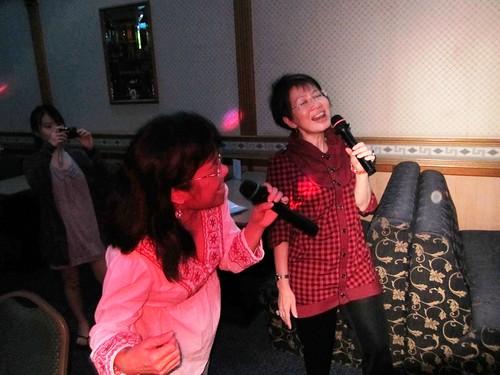 Karaoke queens