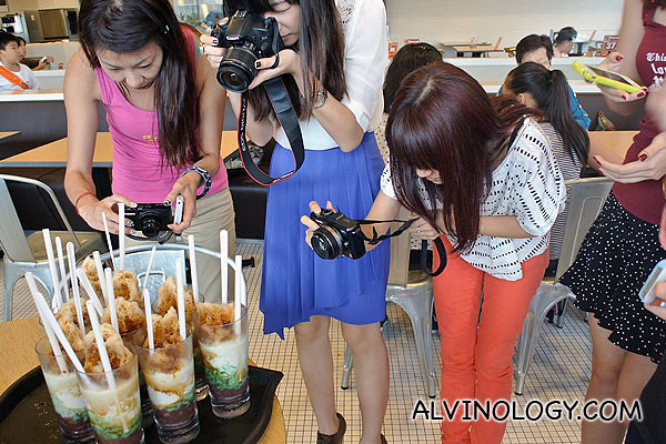 Bloggers taking photos of the Chendol