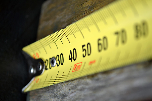 Take a picture of an instrument that measures something - Retractable tape measure