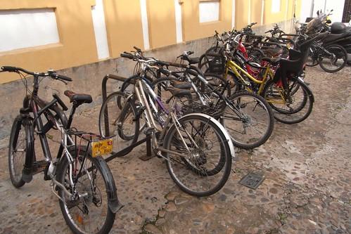 Aparcamiento para bicicletas de la Facultad de Filosofía y Letras de Córdoba.