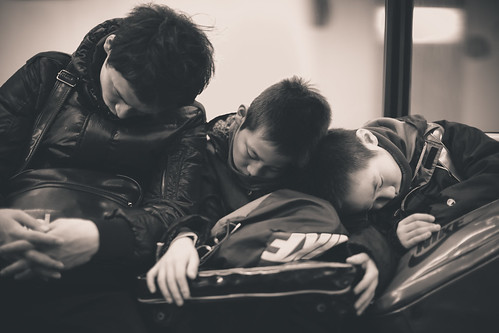 Brothers sharing shoulders by kamuscasio