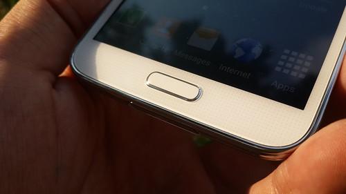 ปุ่ม Home ที่เป็นตัวสแกนลายนิ้วมือของ Samsung Galaxy S5