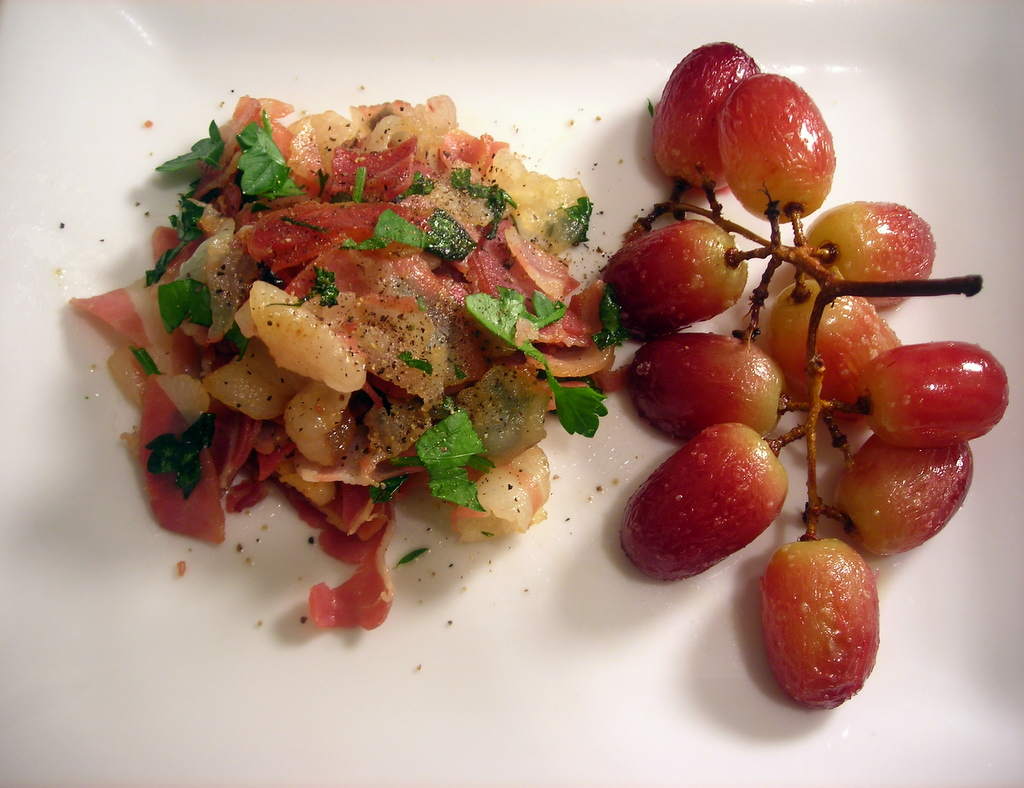 Roasted seedless grapes, with pancetta and parsley