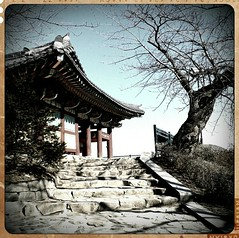 Pagoda in South Korea. Photo by vansero on Flickr. Used under Creative Commons.