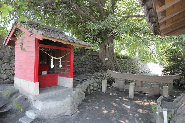 Kurakami Buried Shrine Gate