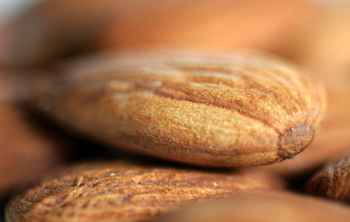 20120610_4325 almond by williewonker