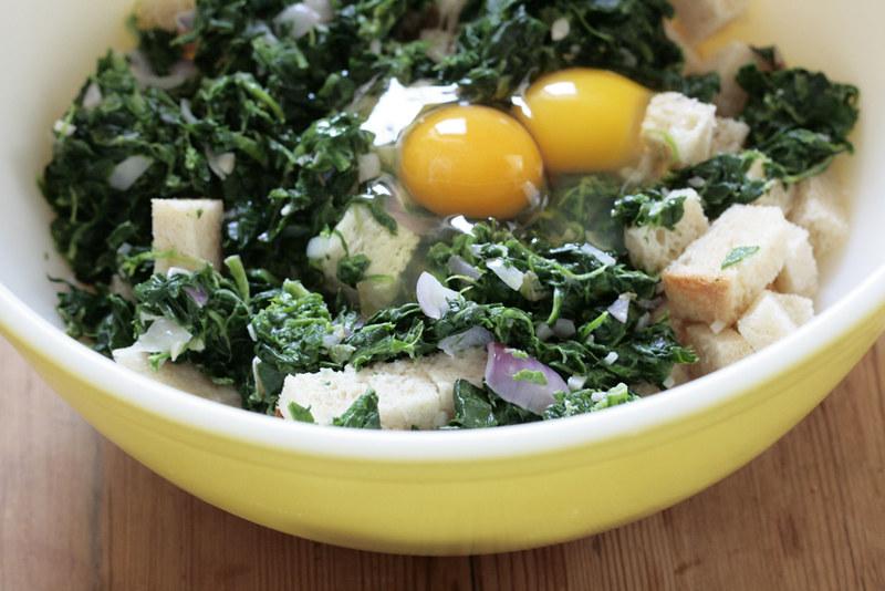 spinach, bread, eggs, milk, garlic, onions