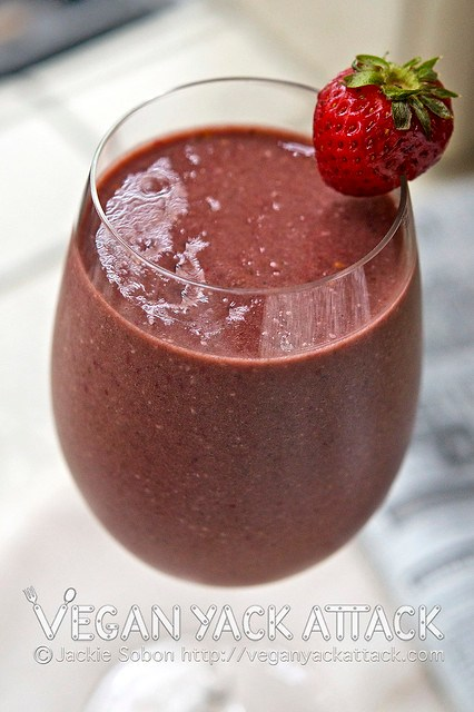 A refreshing Banana Berry Smoothie that is bursting with berries and flavor, and packs a nutritional punch! Get your greens without even knowing. ;)