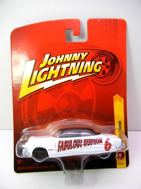 JOHNNY LIGHTNING 1951 HUDSON HORNET WHT (1)