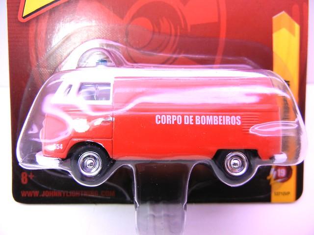 johnny lightning 1965 vw trAnsporter bombeiros (2)