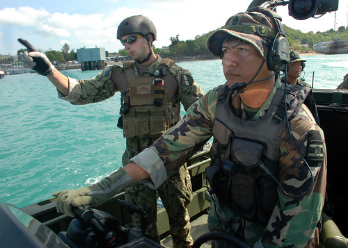 Royal Thai and U.S. Navy personnel work together. by Official U.S. Navy Imagery
