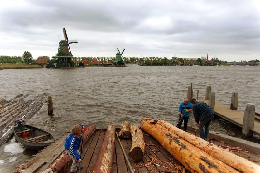 Removing the bark from logs, Zaandijk.