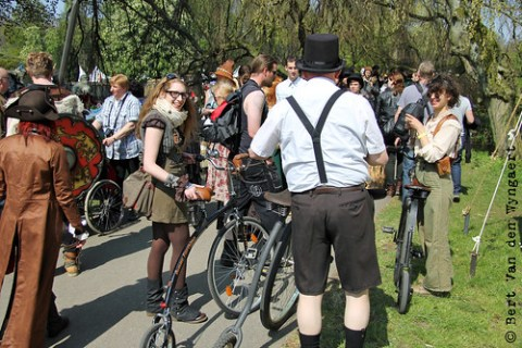 riding a penny farthing at Elfia Haarzuilens is nigh impossible :'(