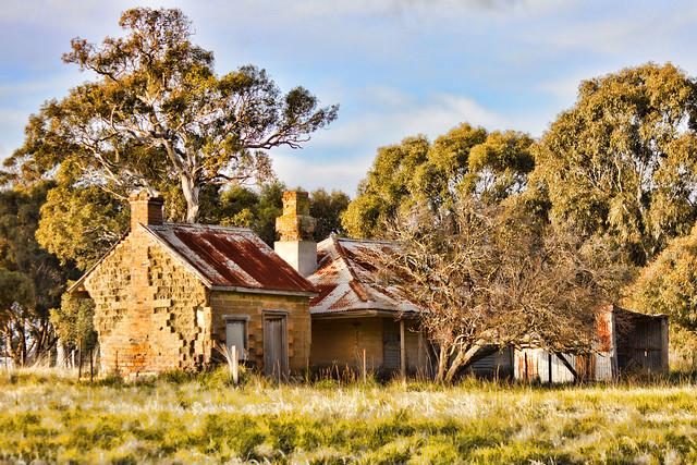 Derelict farmhouse (Extreme Color Blast) 2012-06-05 (_MG_8730)