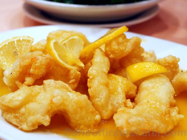 deep fried shrimp with sesame in lemon sauce HK$210